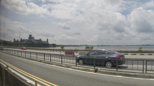 Kurztrip Singapur (Stadt), Singapur, Singapur, Von Johor Bahru führen die letzten Kilometer meiner Zugreise über de