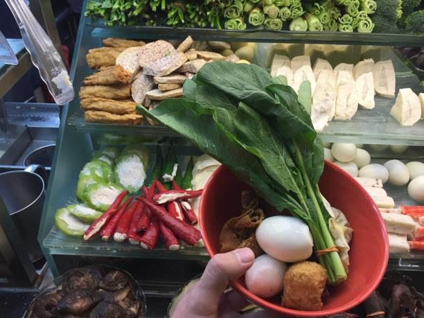 Kurztrip Singapur (Stadt), Singapur, Singapur, In einem Malatang Restaurant kannst Du Deine Suppe selbst zusammenstel