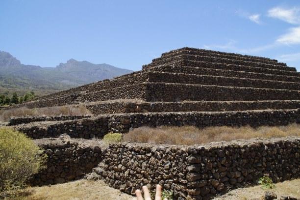 1 Woche Teneriffa, Spanien, Es gibt sechs erhaltene Güimar Pyramiden. Die Pyramiden sind rechteck