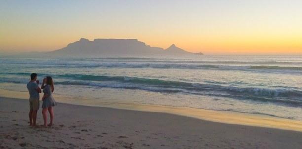 Langzeiturlaub Kapstadt & Umgebung, Südafrika, Die schönsten Sonnenuntergänge mit Blick auf den Tafelberg erlebt ma