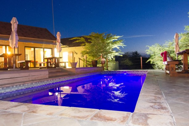 Langzeiturlaub Kapstadt & Umgebung, Südafrika, Den Abend haben wir am Pool der Cheetah Paw Eco Lodge ausklingen lasse