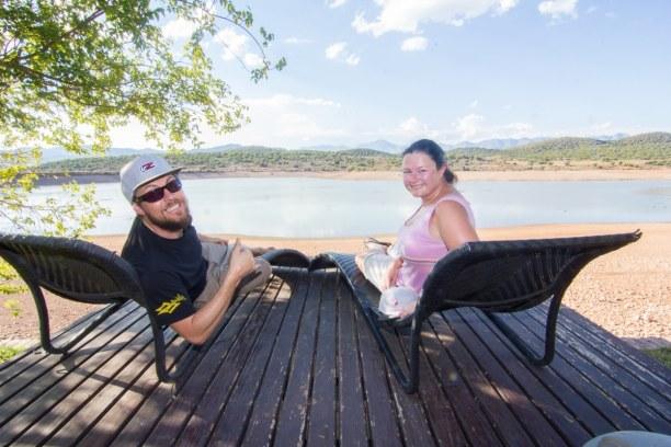 Kurzurlaub Landesinnere, Südafrika, Nach unserer Ankunft mussten wir erstmal am Wasserloch entspannen. Es