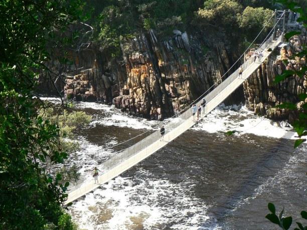 Zwei Wochen Südküste, Südafrika, Die über den Storm River führende Hängebrücke ist ein besonderes H