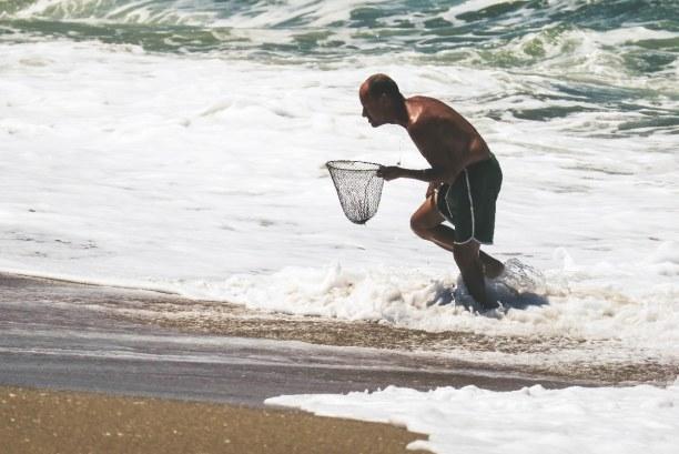 10 Tage Florianópolis (Stadt), Süden, Brasilien, Ein Krabbenfischer am Strand von Campeche
