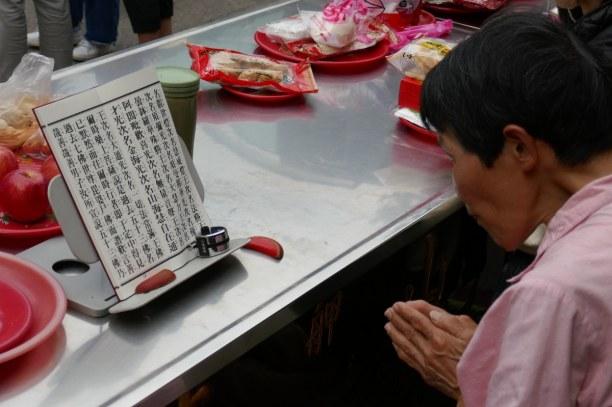 Kurzurlaub Taipeh (Stadt), Taiwan, Taiwan R.O.C., Die Götter werden im Tempel um Rat gefragt