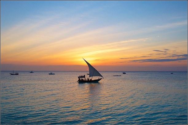 """Zwei Wochen Sansibar (Zanzibar), Tansania, Sansibar trägt den Beinamen """"Spice-Islands"""". Hier wachsen Pfeffer, Ge"""