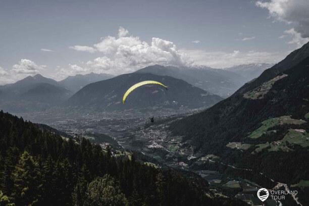 Kurzurlaub Meran (Stadt), Trentino-Südtirol, Italien, Von der Mittelstation der Hirzer Seilbahn kannst du einen Tandem-Parag