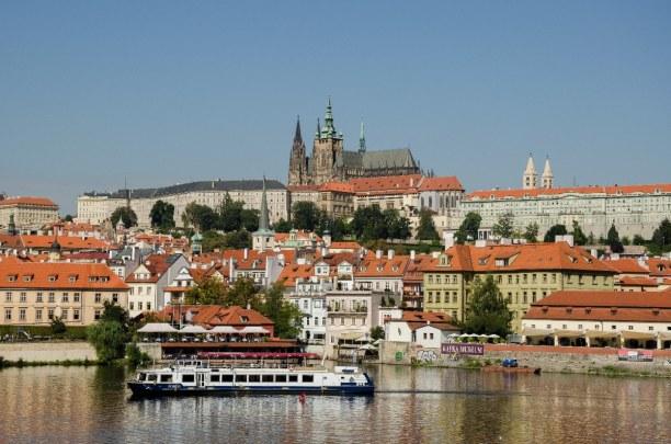 Kurztrip Prag und Umgebung, Tschechische Republik, Die Prager Burg thront auf dem Berg Hradschin. Nebenbei bildet sie das