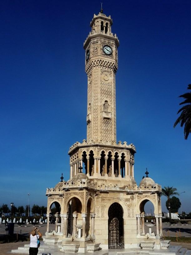 Kurztrip Türkische Ägäis, Türkei, Der Uhrturm in Izmir wurde 1901 erbaut und ist 25 Meter hoch. Die Arch