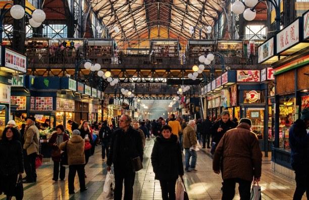 Kurzurlaub Budapest & Umgebung, Ungarn, Die Große Markthalle ist immer einen Besuch wert, denn hier findest d