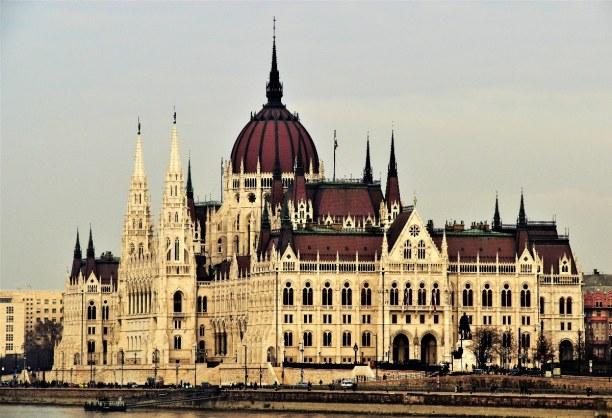 Kurztrip Budapest & Umgebung, Ungarn, Das Parlamentsgebäude ist eines der größten Gebäude in Budapest un