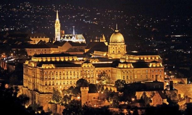 Kurzurlaub Budapest & Umgebung, Ungarn, Der Burgpalast befindet sich auf dem Burgberg und ist das größte Geb
