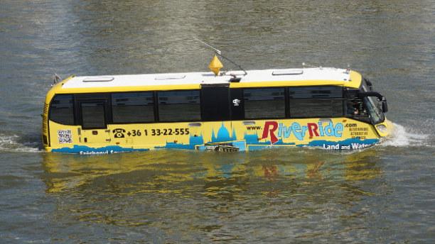 Eine Woche Budapest & Umgebung, Ungarn, Für die ganz mutigen Touris fährt in diesem Fluss-Abschnitt der schw