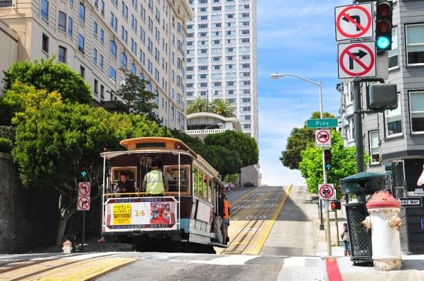 Kurzurlaub Kalifornien, USA, Die sogenannten Cable Cars sind ein beliebtes Fortbewegungsmittel für