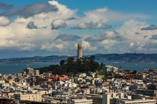 Kurzurlaub Kalifornien, USA, Der Coit Tower ist ein 64 Meter hoher Aussichtsturm, der zur Verschön