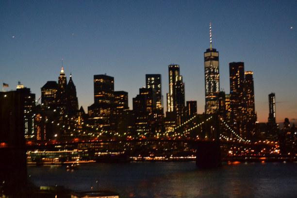 10 Tage New York, USA, Skyline bei Nacht von der Manhattan Bridge aus!