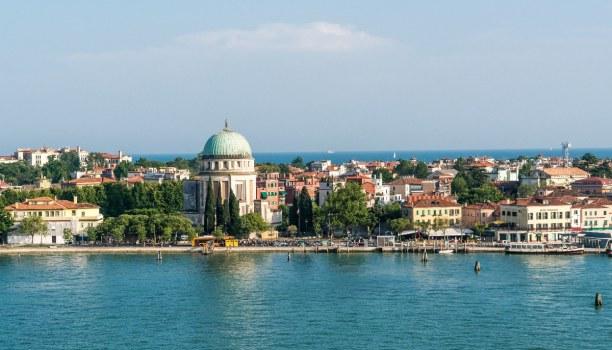 Kurztrip Venedig (Stadt), Venetien, Italien, Die Kirche Santa Maria della Salute wirkt von außen eher schlicht. In