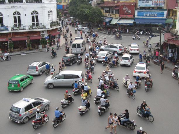 1 Woche Hanoi (Stadt), Vietnam, Vietnam, Straßenverkehr in Hanoi. Nicht immer ganz einfach. ;-)