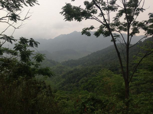 Zwei Wochen Vietnam, Vietnam, Bei einer Wanderung durch die Berge der Hoa Binh Provinz kann man bis