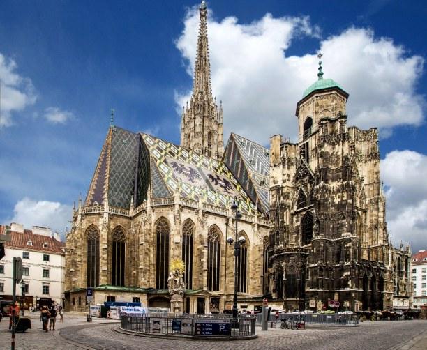 Kurzurlaub Wien (Stadt), Wien und Umgebung, Österreich, Der Stephansdom gibt vor allem äußerlich eine beeindruckende Erschei